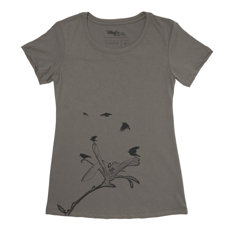 Corbeau et magnolia t-shirt pour femme, encre à base eau imprimé au Québec 3