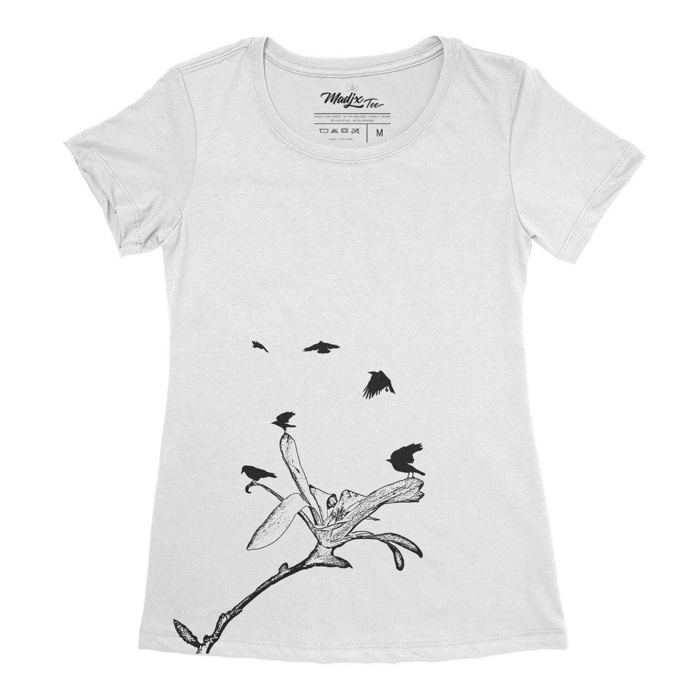 Corbeau et magnolia t-shirt pour femme, encre à base eau imprimé au Québec 4