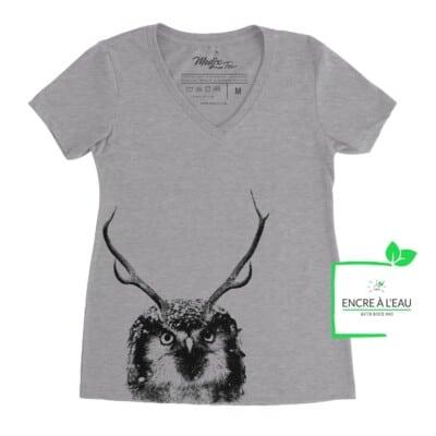 T-shirt col en V Panache hibou, Hibou avec panache de chevreuil, imprimé au Québec encre à base d'eau
