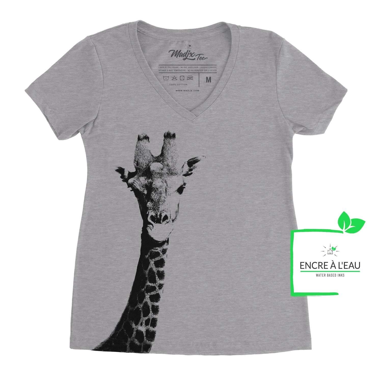 T-shirt col en V pour femme de Girafe, girafe impression sérigraphie encre à l'eau fait au québec