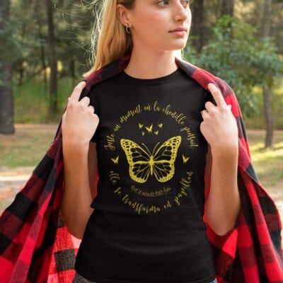 T shirt Noir Juste au moment ou la chenille pensait que...